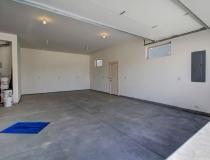 luge oversized garage bay